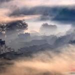 Bảng lảng mái ngói Vụ Nguyên trong sương