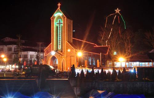 Nhà thờ đá cổ Sapa ngày Noel