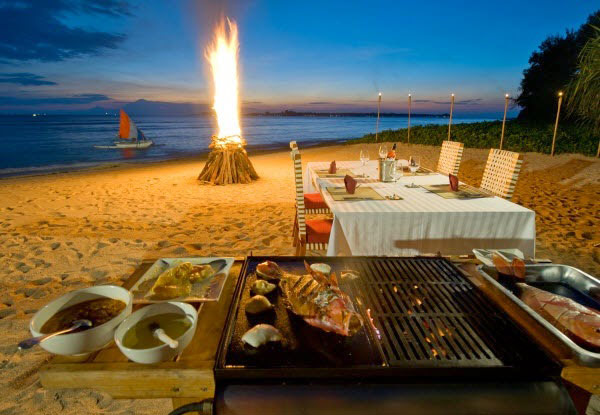 Tiệc BBQ trên bãi biển Cô Tô