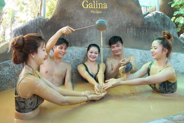 Tắm bùn khoáng ở Galina Phú Quốc